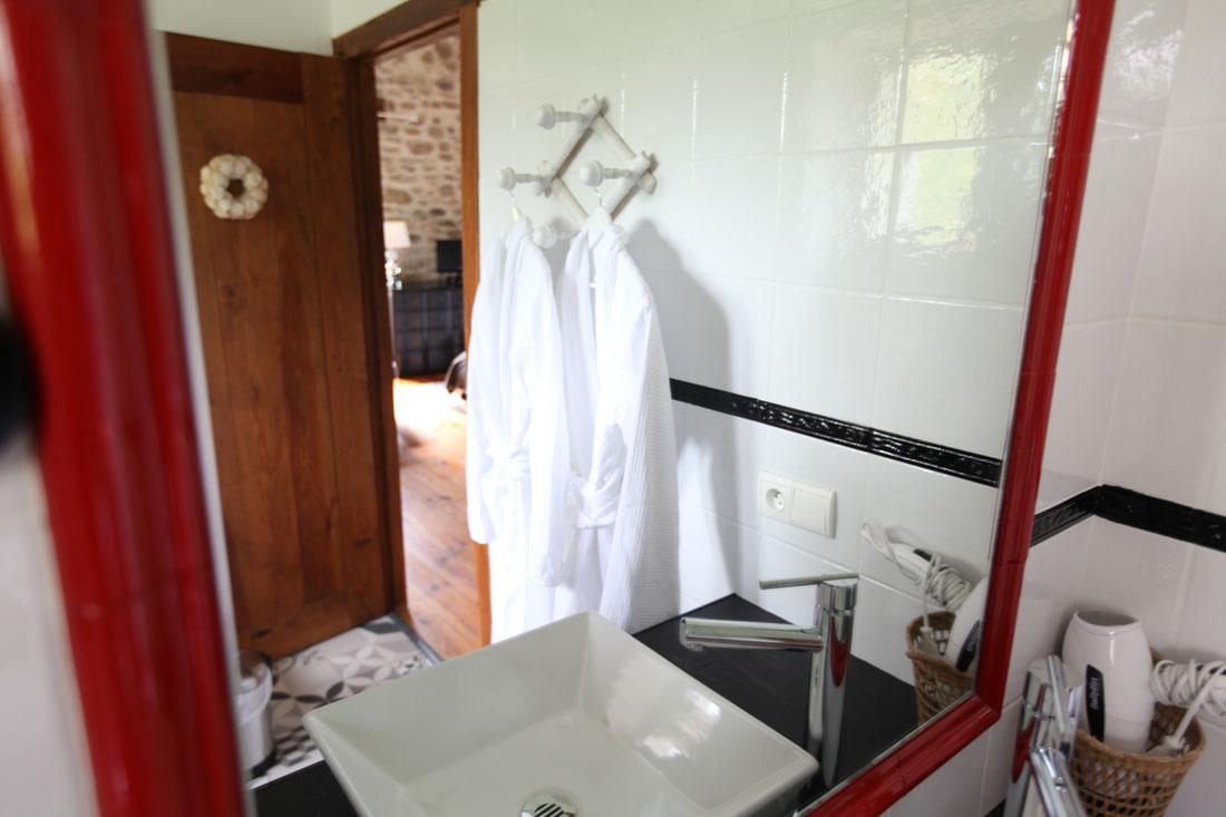 Salle de bain glycine chambre d hotes cote basque aretxola 2