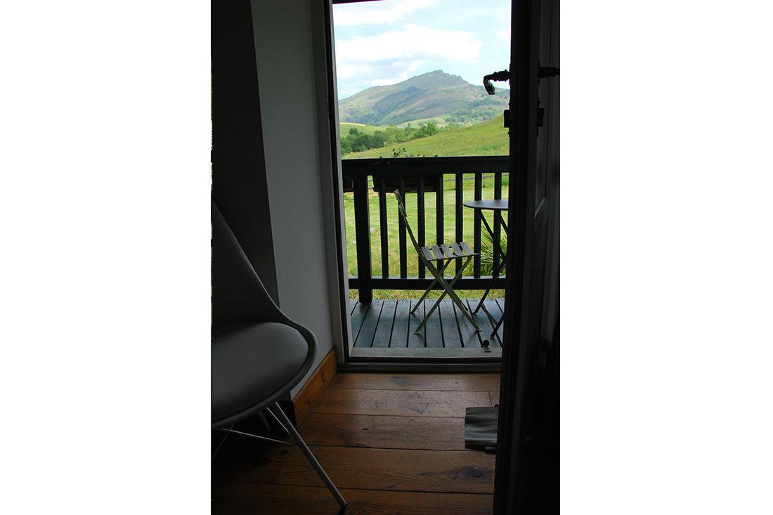 Vue balcon glycine aretxola maison dhote sare pays basque 1