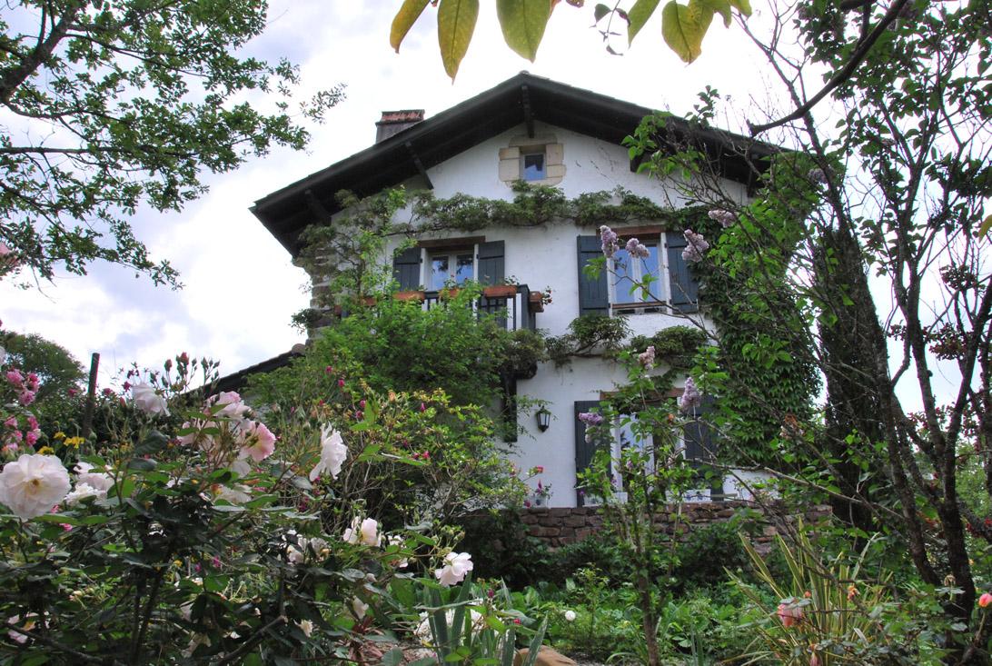 Facade fleurie maison Aretxola